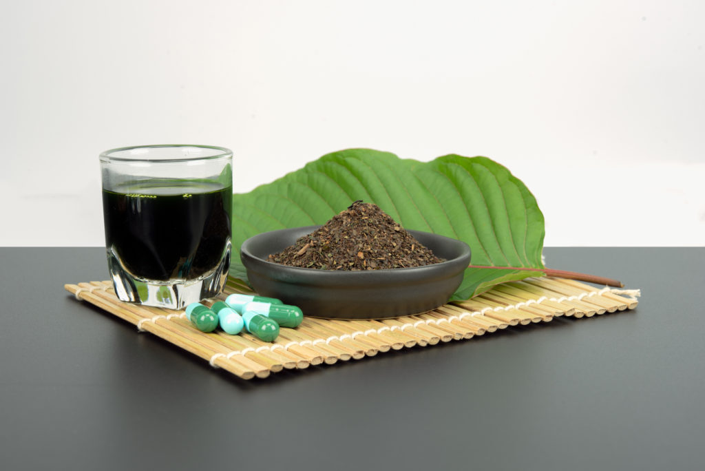 kratom with all of its benefits can come in drinks, powder, leaves, or capsules